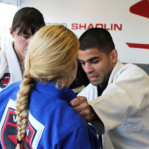 Shaolin instructing students